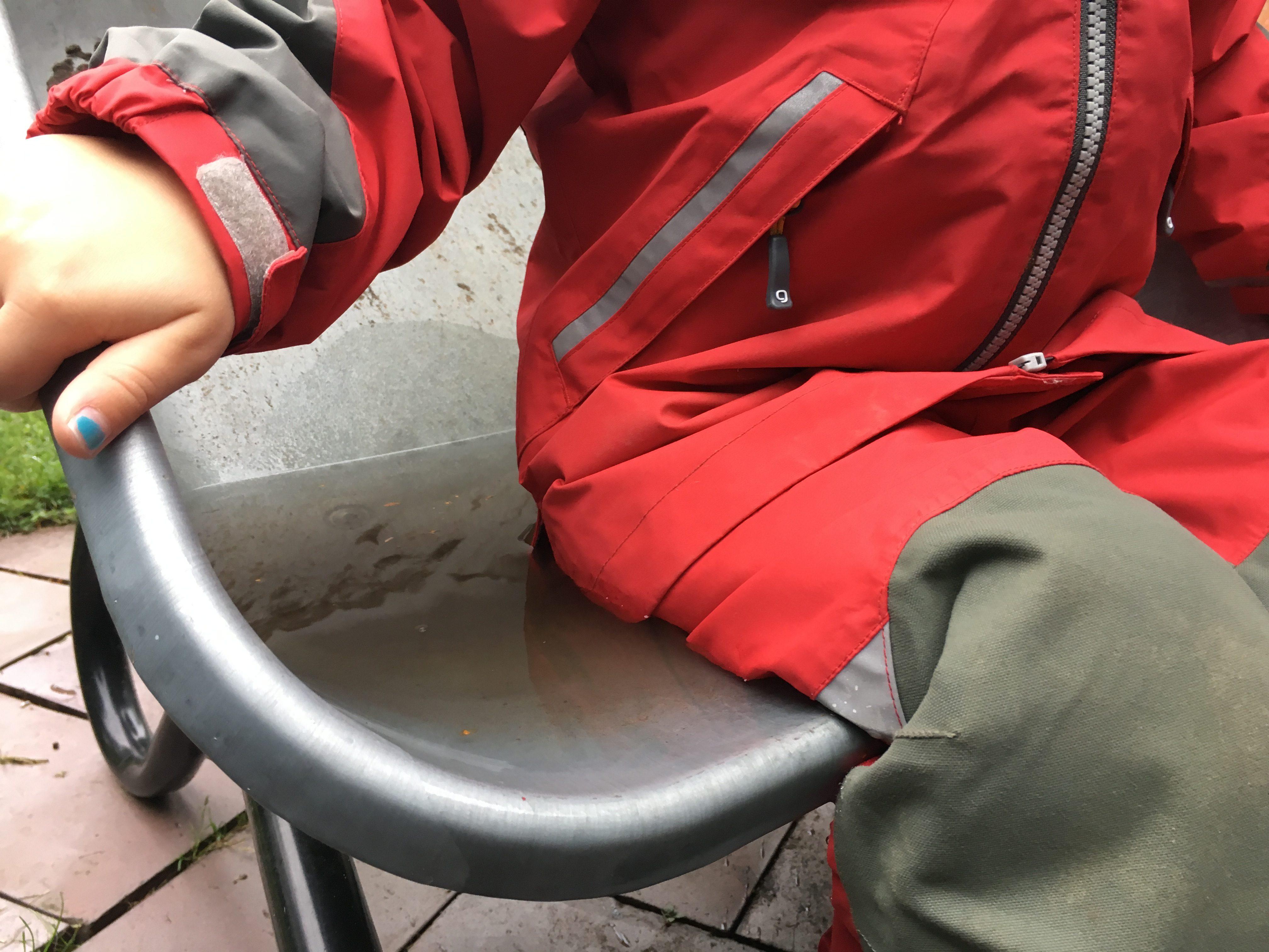Hur många vattenpelare ska regnplagg ha till barn  Vad är skillnaden mellan  skalkläder 43612ef08addd