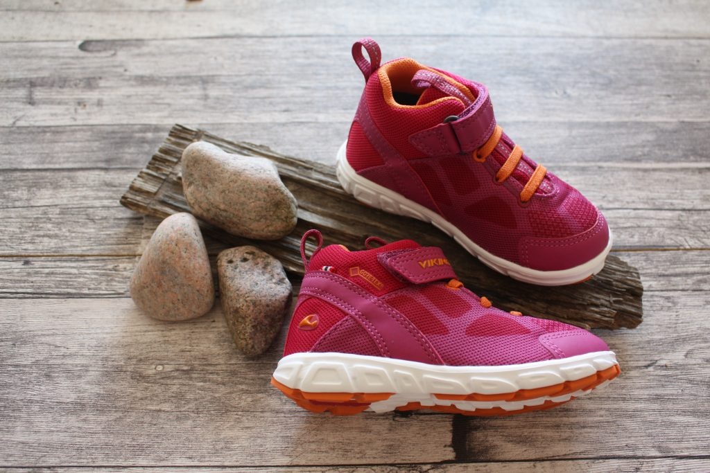 Smarta detaljer på vattentäta skor till barn!